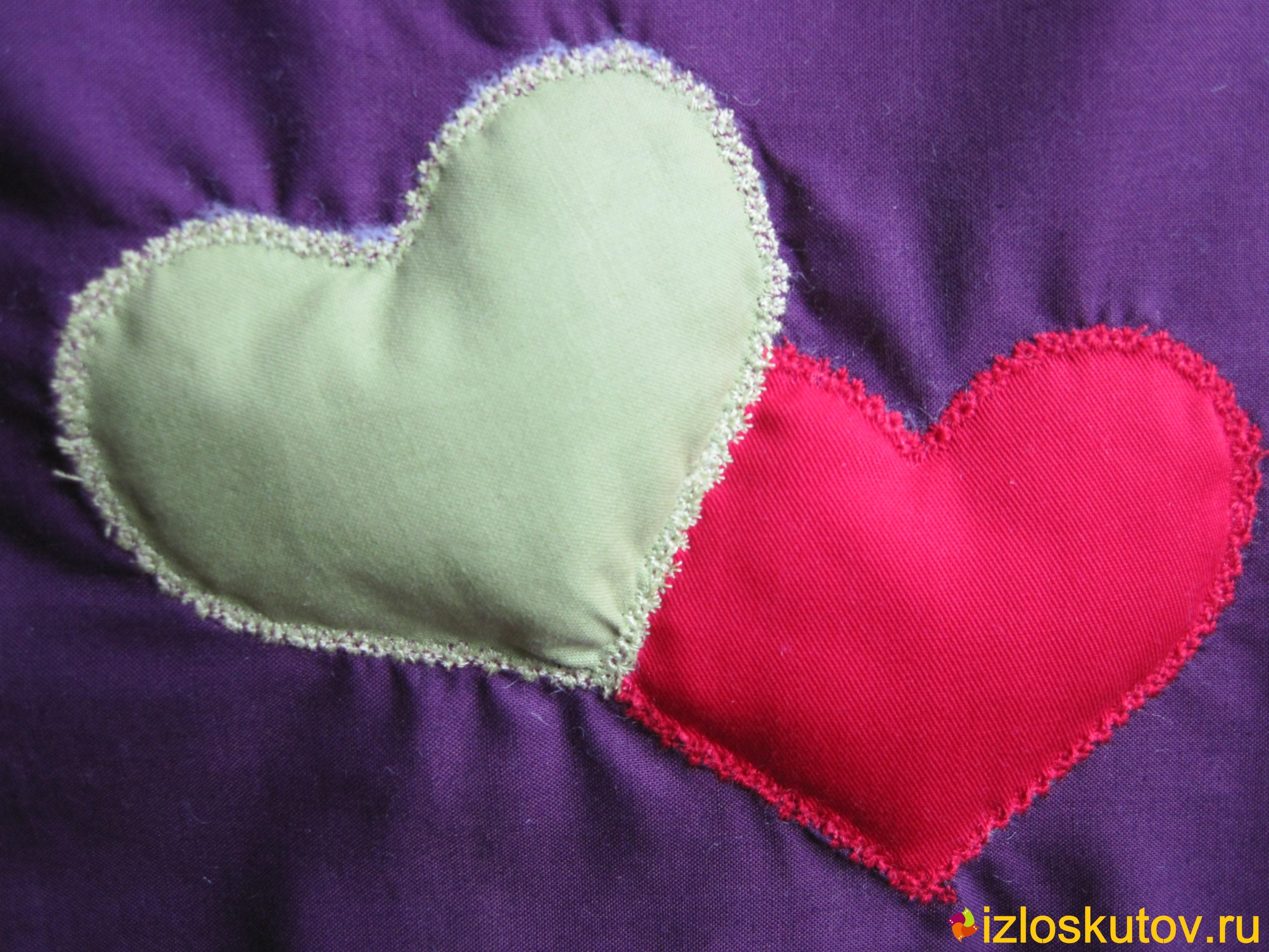 """Лоскутный комплект для кухни (фартук, рукавичка и две прихватки) """"Сердцеед"""" № 1024"""