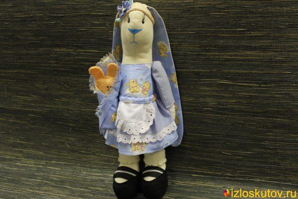Заяц в стиле Тильда голубой с цветочком № 1480